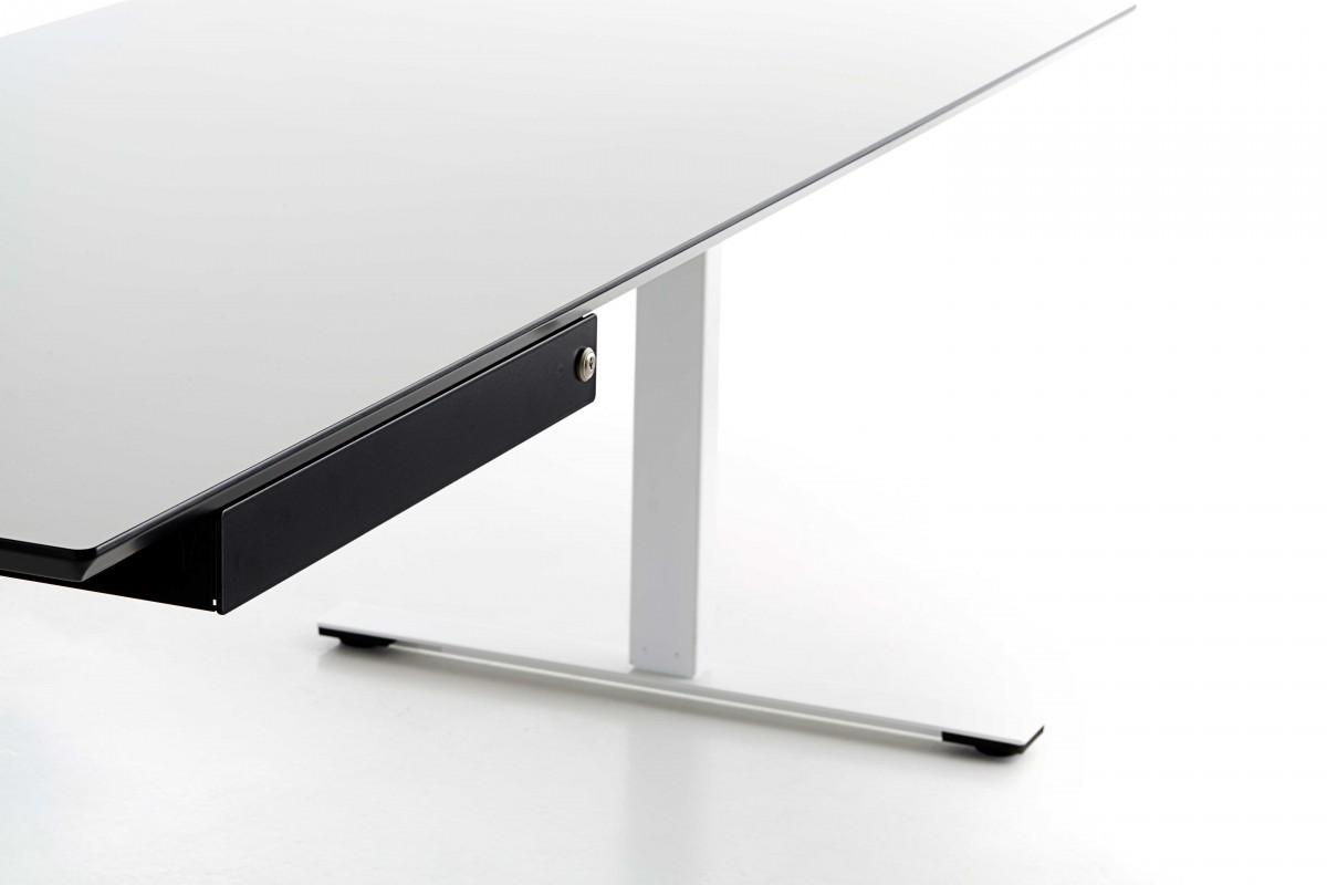 Schublade unter der Tischplatte montiert