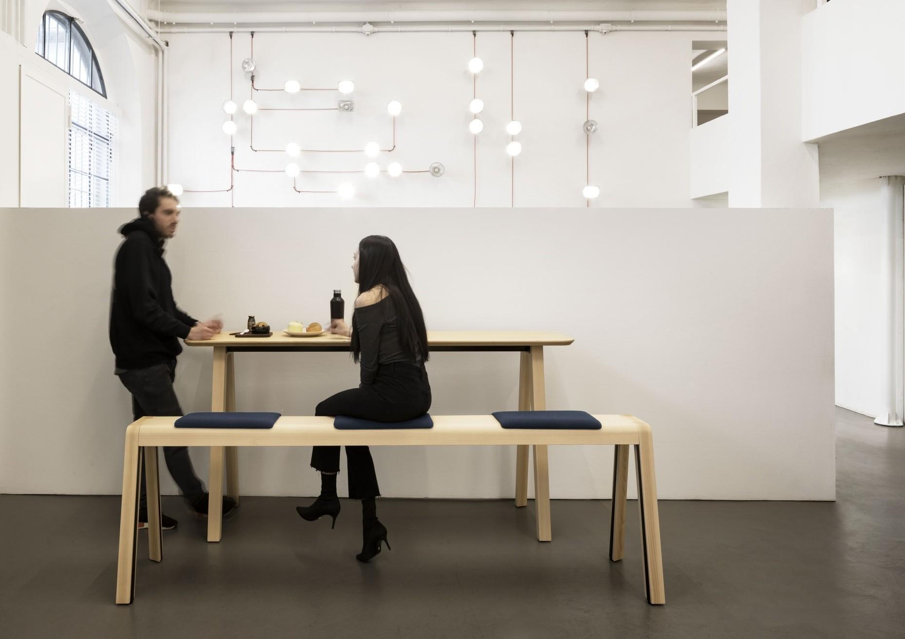 e-quo, Tisch und Bank, Esche