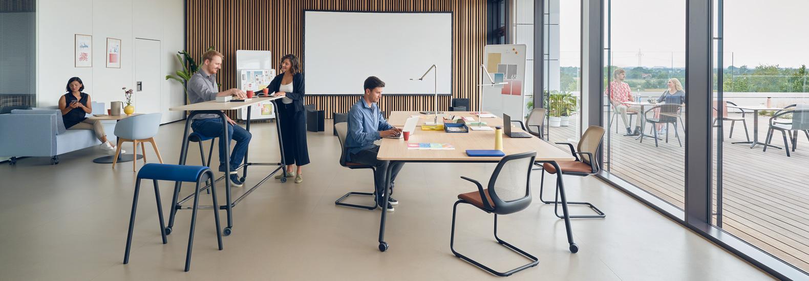 Konfigurieren Sie se:lab und se:lab high desk von Sedus Systems für produktives und kreatives Arbeiten in agilen Teams bei office & objekt 42.